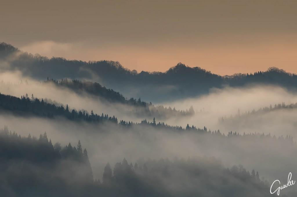 白馬の朝焼けと朝霧