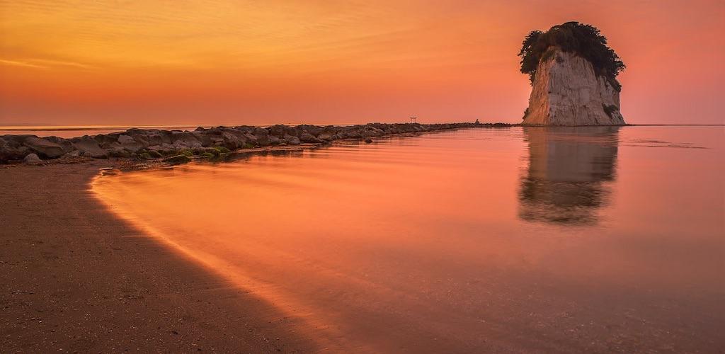 見附島の朝焼けは定番撮影スポットで現像的な絶景風景に衝撃