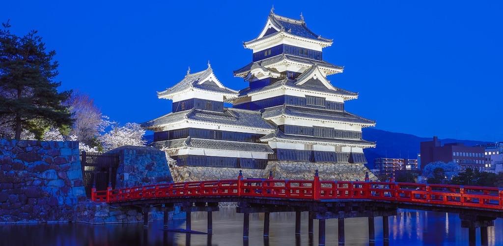 桜の時期も大人気の松本城