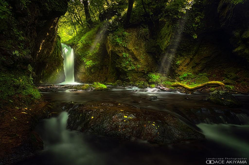 長野県の軽井沢にある竜返しの滝
