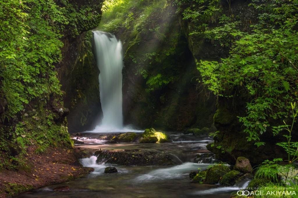 竜返しの滝の写真をストックフォトで販売する