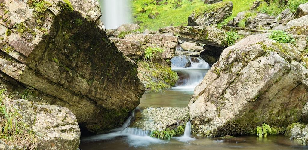 岐阜県の阿弥陀ヶ滝(あみだがたき)は魅力的な滝百選