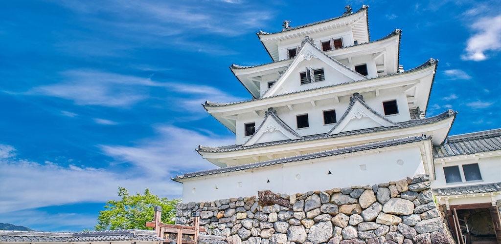 郡上八幡城は天空の城としても有名で四季を楽しめる名城